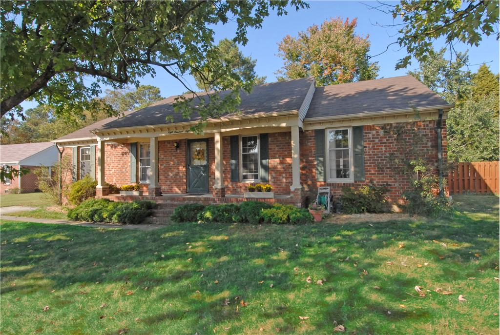 808 contrell ct chesapeake va 23320 presented by tina for Brick ranch house
